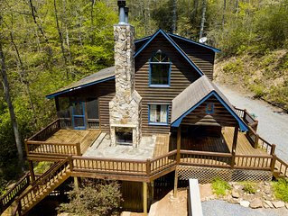 Bear Track Falls. Pet Friendly cabin with Hot Tub and Privacy in Blue Ridge