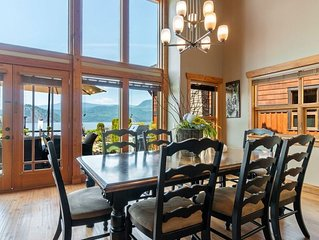 Beautiful Shuswap lakefront property - sleeps 10!