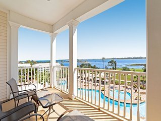 Cozy bayfront condo with gorgeous views & shared lagoon pool/hot tub!