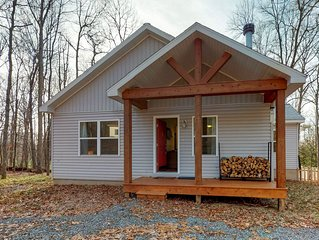 NEW LISTING! Cozy cottage w/ fireplace & outdoor firepit - close to lake access