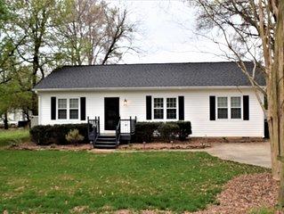 Comfy Cottage in Huntersville