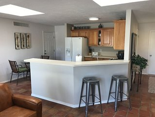 Sunny Mountain Side Large Kitchen and Great Room 1BR