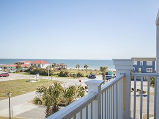 Spacious 3 Bed/2Bath Condo in Sunny Community Across from Oak Island Pier