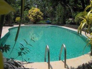 Casa Carmencita, 2 bedrooms, 2 bath, shared pool, walk to beach & restaurants in