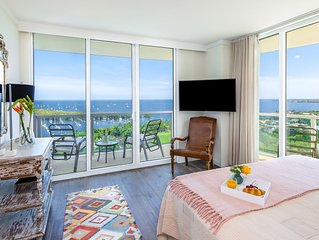 OVERLOOKING THE OCEAN! ULTRA UPSCALE, FREE PARK/POOL/GYM/75Mb WI-FI