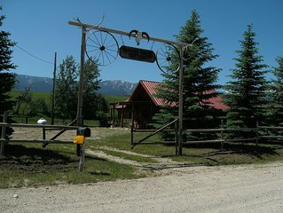 Enchanting LogCabin in Country Setting-Trout Pond, Stunning Views, mtns-Peaceful