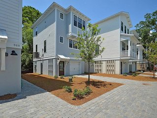 The Kahuna- 2 Bed/1.5 Bath Home - 2 minute drive from Sullivan's Island Beach