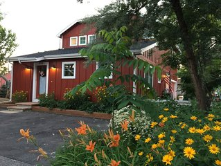 Cozy cottage, peaceful setting, in historic downtown Loveland.