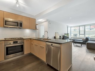 Urban Living Convenient Location City Center Close to Skytrain 2 Bedrooms