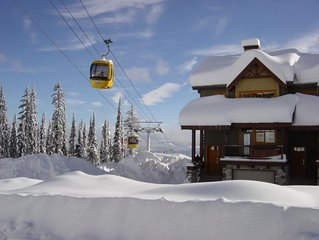 #1 Blacksmith Lodge - Beautiful Ski-in/Ski-Out Townhome, Close to Village Centre