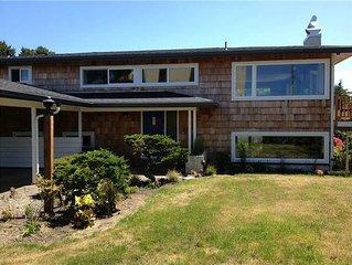 Pet friendly ocean-view house next to Gearhart Golf Link