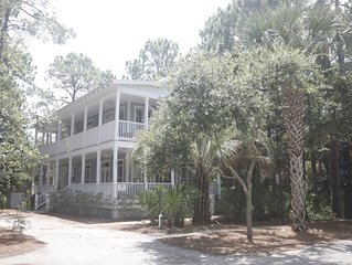 Muriel's Grove--next to pool, close to beach-Great Family Vacation Home