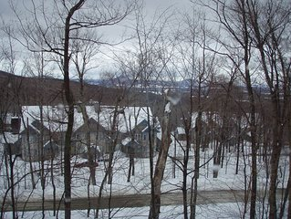 Immaculate Jay Peak 2bed/2bath Ski-in/Ski-Out Slope Side - Inches from trail