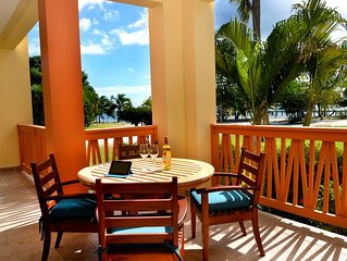 A tropical paradise getaway on the best beach of Belize awaits you