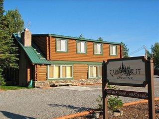 Absaroka Cabin, Sleeps up to 16, 5 Blocks from Yellowstone's West Entrance.