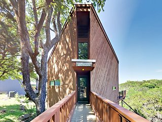 TurnKey - Renovated 3BR Spicewood Cabin w/ Balconies & Sweeping Lake Views