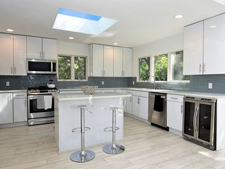Stretch out the Summer! New, Modern, Pool/Tennis/Fireplace/Quiet Street