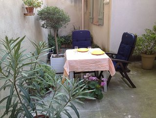 Apartment in Center of Avignon, quiet with terrace