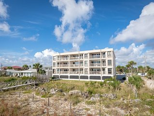 Fantastic Oceanfront Condo with Panoramic Views