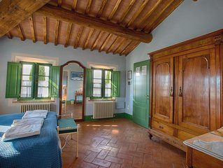 PODERE SALICOTTO - CELESTE Dashing Comfort Double Bedroom in Tuscan Villa w/view