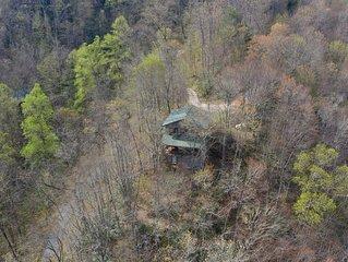 Smoky Mountain Cabin, Amazing Views, Open Floor Plan!