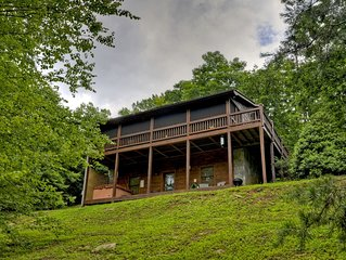 *Free Whitewater Rafting & Ziplining* Perfect cozy cabin for anyone interested i