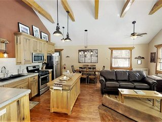Adorable Ranch Style Cabin on Main Street, Amazing Views, Pets are Welcome Here!