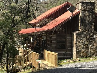 Cozy Log Cabin Smoky Mountain View, Hot Tub, Stone Fireplace,