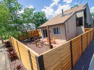 Newly renovated Rustic-Modern Townhome A in Ivy Wild/Downtown
