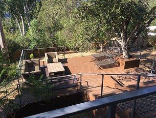Topanga Tree House (3 bedroom, huge deck, comfy and bright)