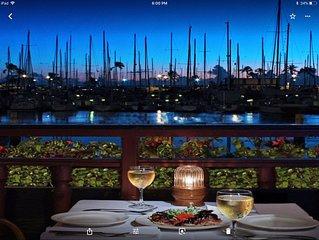 Direct PANORAMIC OCEAN views, premier location, one bedroom, free parking