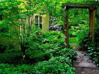 1 Block from Lake Michigan, Traditional Michigan Cottage