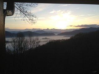 Bountiful Views!  Stunning sunrise views. 3 Bedroom Plus Den sleeps 8, 4 baths.