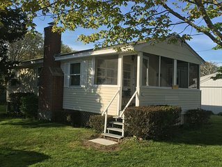 Hawks Nest Beach Cottage-Views of Long Island Sound-Tranquil+Relaxing-3br
