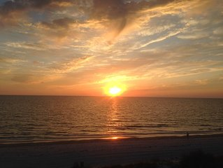 'Sunset Paradise'  Condo- Waiting Just for You!