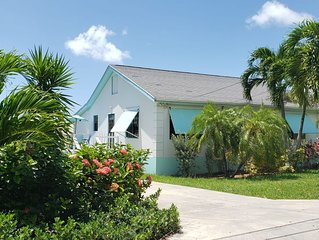 Beautiful 2 Bed/2 Bath House Steps from White Sand Beach