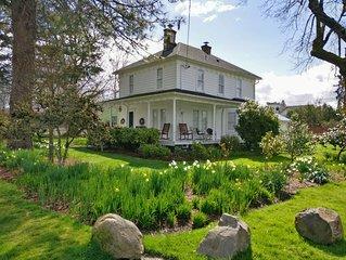 A Quintessential Farmhouse in the heart of Carlton