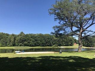 Large Pocono log home, 3 beds, 2 bath, large deck, on private pond. sleeps 8