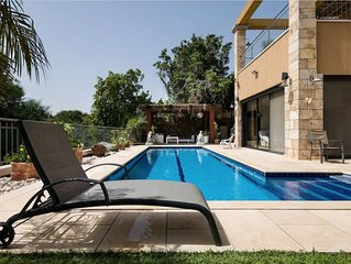 Stunning villa for family vacation. Private pool. Pet friendly.