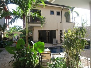 Luxury Villa / with Pool / Steps from the beach !!!