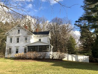 Historic Colonial, 2 Minute Walk to Stockbridge Village & Hikes