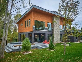 Stunning modern chalet minutes from Blue Mntn Resort and Lake