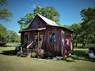 Cozy Cabin for Two Only Four Miles to Downtown