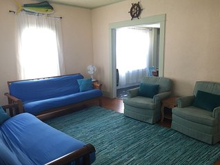 Charming Lake House, Sleeps 8, Great For Kids, Located Downtown, Walk To Beach
