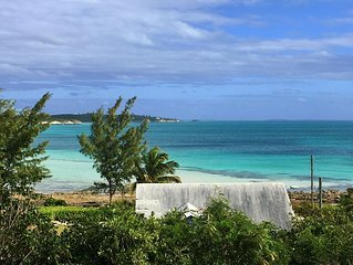 Fabulous Views, Walk to Beaches, Bars & Restaurants, FREE Wi-Fi and Cable TV