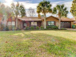 Canal Front Property in upscale neighborhood w/dock & boat lift! Summer haven!
