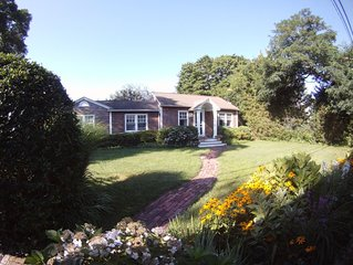Charming cottage, beautifully landscaped, private.
