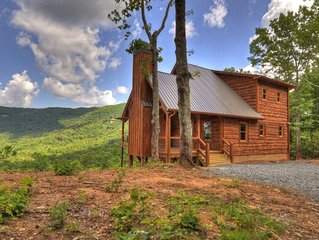 "Brand new ""designer decorated"" cabin in Blue Ridge! Relax with incredible views!"