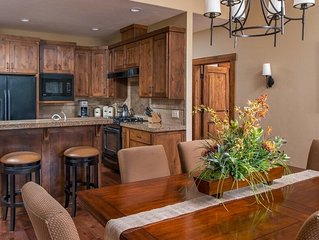 Relax at this comfy Caldera Springs cabin with a private hot tub, A/C and WIFI