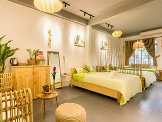 Ao homestay-District 1 - Spacious room with Balcony